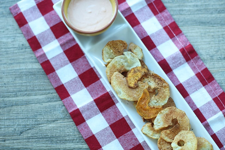 Crispy Baked Potato Chips with Sriracha Garlic Yogurt Dip ...