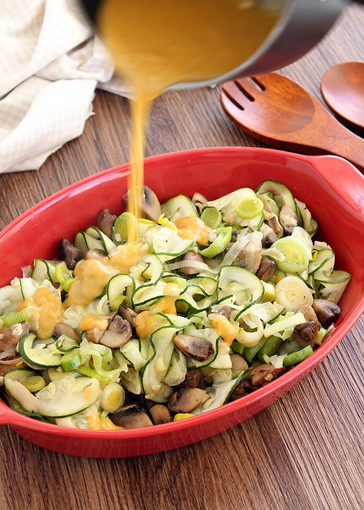 Garlic Zucchini Noodles with Leeks, Mushroom and Light Gravy