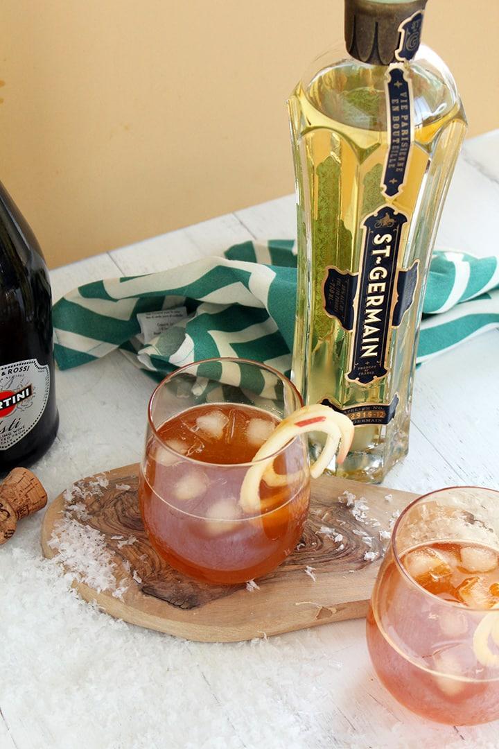 Fancy Sparkling Apple Cider Cocktail
