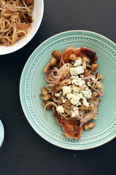 Pan-Fried Steak with Spiralized Onions, Mushrooms & Blue Cheese