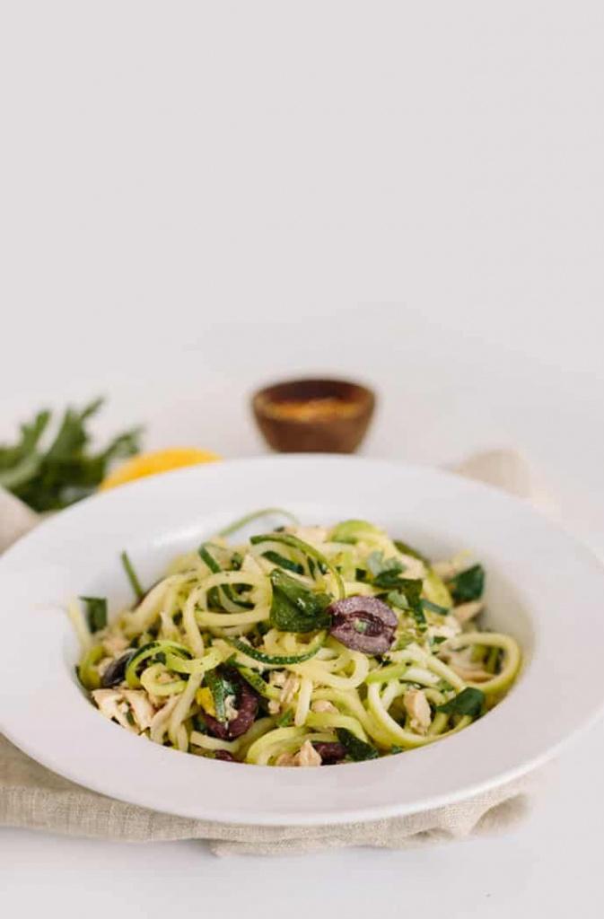 Zucchini Spaghetti With Parsley, Tuna and Lemon