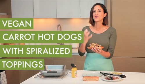 #EverydayInspiralized: Vegan Carrot Hot Dogs with Spiralized Toppings