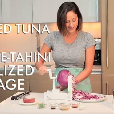 #EverydayInspiralized: Crusted Seared Tuna with Tahini-Sesame Spiralized Cabbage