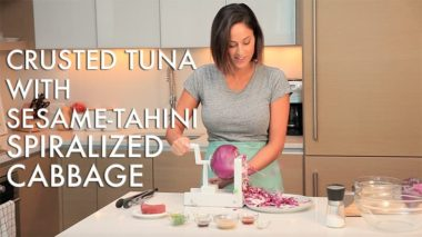 #EverydayInspiralized: Crusted Seared Tuna with Tahini-Sesame Spiralized Cabbage